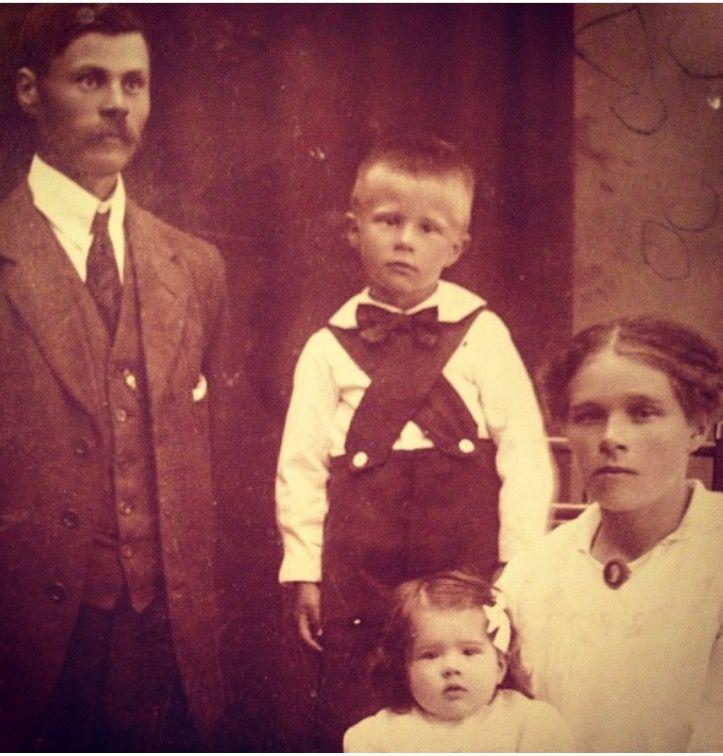 Morfar Karl , Bror, mormor Anna o Manghild.
