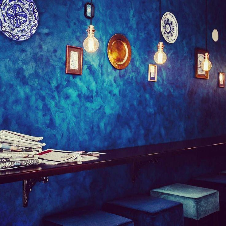 87 wand streichen in dunkelblau wandfarbe blau hans blomquist hach schon beim betreten. Black Bedroom Furniture Sets. Home Design Ideas