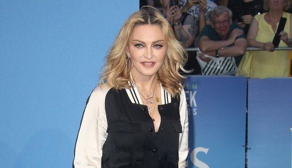 Actu : Madonna topless et en string pour la fête nationale