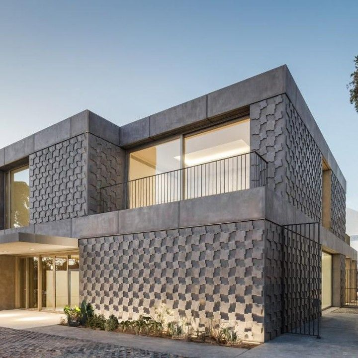 @concrete.hub Egyptian Embassy in Lisbon // 'Portuguese studio Promontorio Architects has completed the new Embassy of Egypt in Lisbon, which features robust concrete walls covered with bas-relief patterns that recall traditional Egyptian motifs' - via @Dezeen