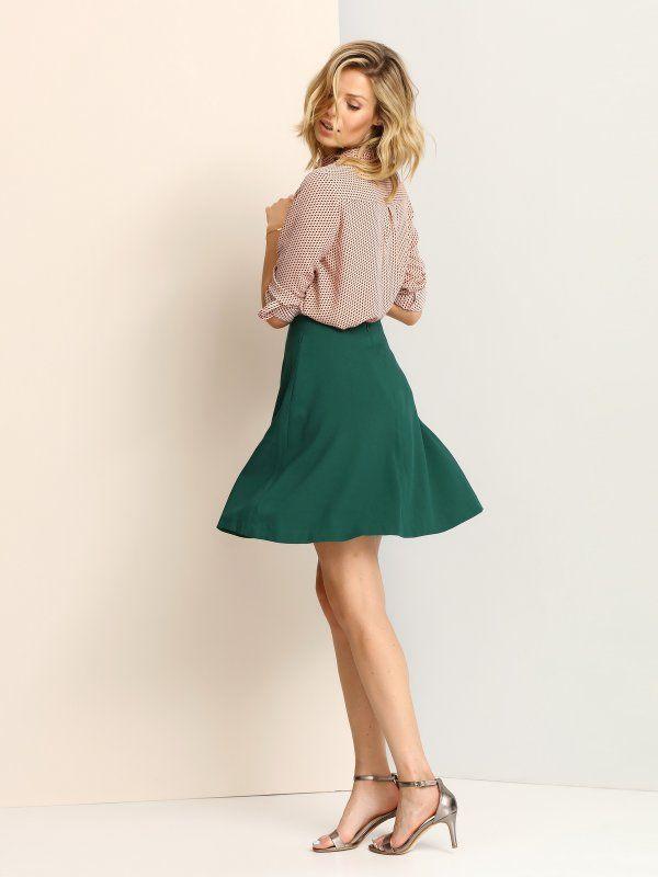 """Spódnica damska Top Secret z kolekcji jesień-zima 2016.<br><br> Zwiewna spódnica lekko rozszerzana zapinana na suwak. Idealnie sprawdzi się w połączeniu z elegancką koszulą jaki i t-shirtem. Spódnica dostępna w kolorze zielonym (SSD1006ZI) br><br><span style=\""""font-style:italic\""""> Modelka ma 180 cm wzrostu i prezentuje rozmiar 36.</span>"""