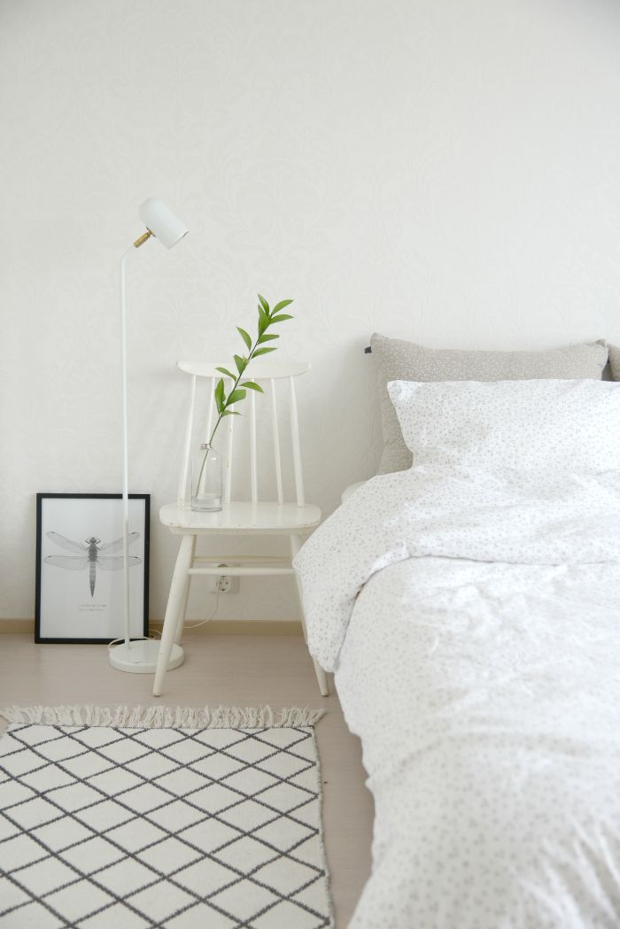 Fantastic minimalist styling of ooh noo linen bedding by Heinassa Heiluvassa.