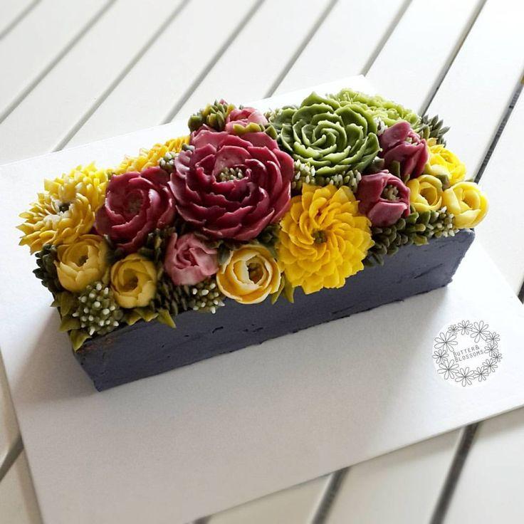 Buttercream flower cake. #buttercreamcake #buttercreamflowers #butterblossom #flowercake #cakeinspiration #cakedesign