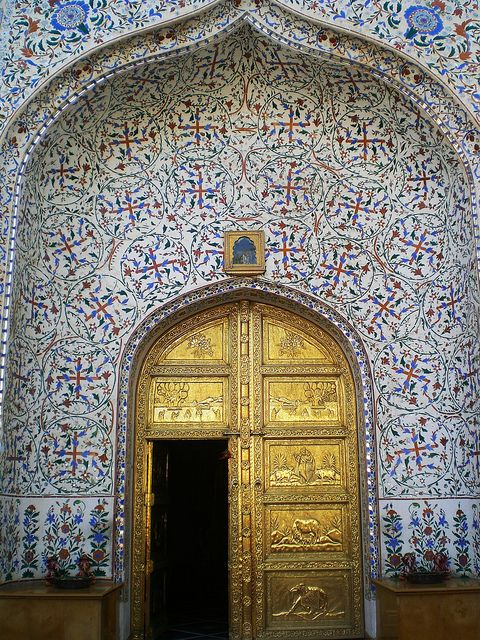 brass and tile - entrance to Hotel Umaid Mahalin in Jaipur, India (wund i indienfahrer on Flickr)
