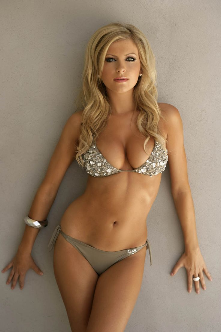 blondes in tight bikinis