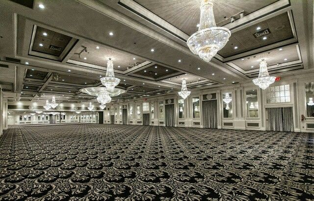 Plaza Volares big ballroom can accommodate any type of event; social, corporate and even kosher.