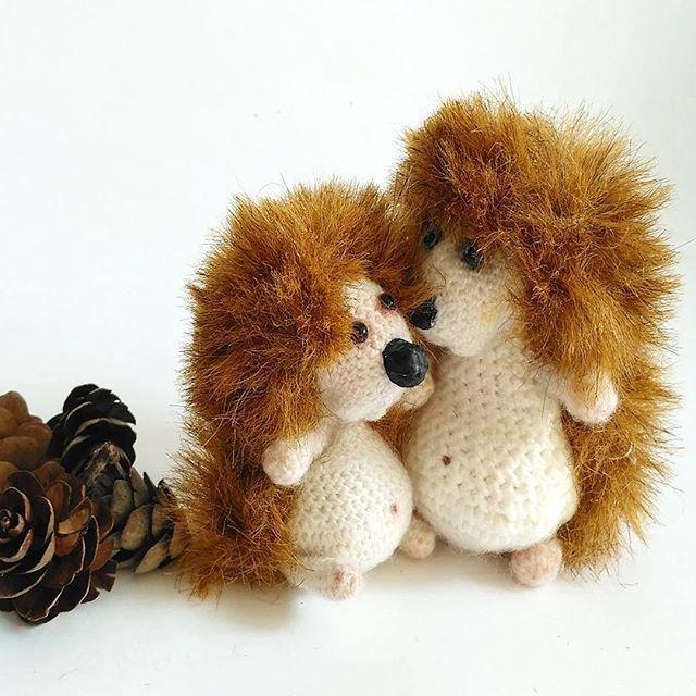"""А вот те самые """"белые медведи"""" 😊. Хоть и ответов было мало, но все указали этот вариант 😀. Иногда вяжешь  игрушку и думаешь, а ведь из этой """"болванки"""" можно  сделать ещё несколько вариантов 😊. ------------- #животныймир#фауна#мирживотных#питомец#мордочка#настовления#love#"""