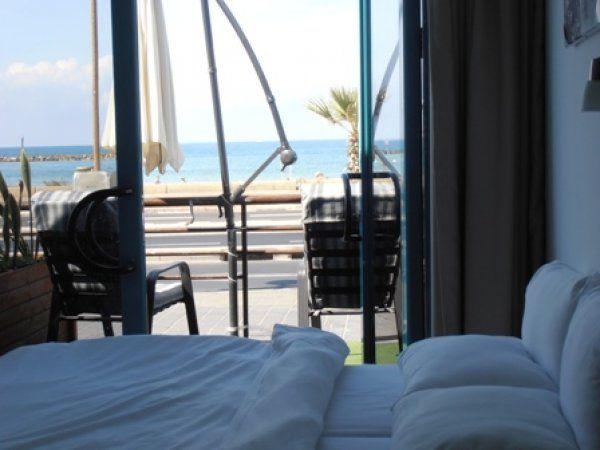 Tel Aviv Beachfront Hostel, ostello vista mare sulla Promenade Herbert Samuel a due passi dalle spiagge.