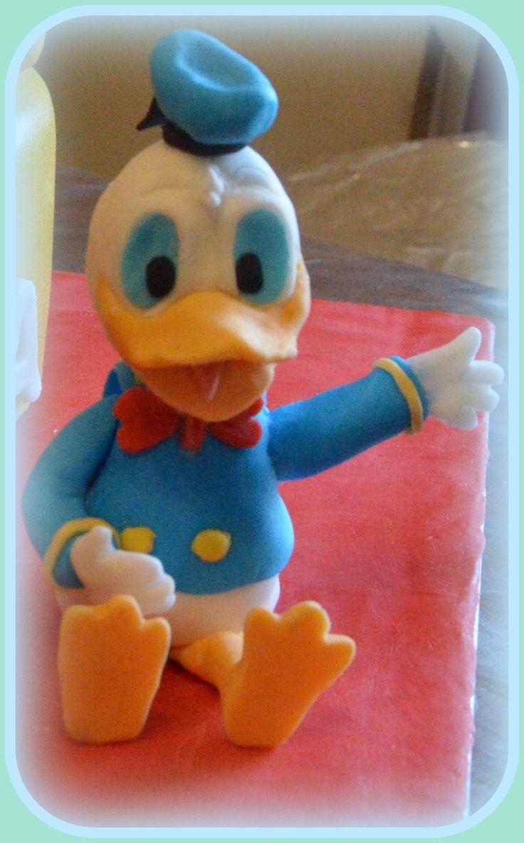 Donald από ζαχαρόπαστα. Donald fondant cake topper.