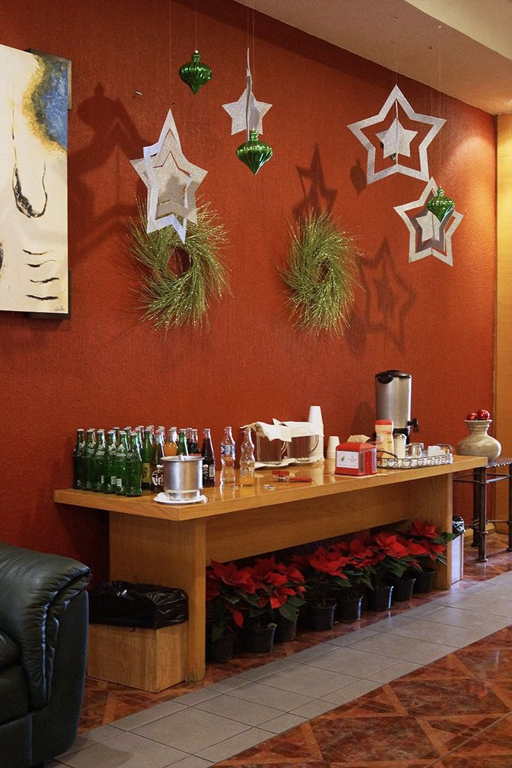 Decorando para la navidad corporate office design xmas for Corporate office decorating ideas