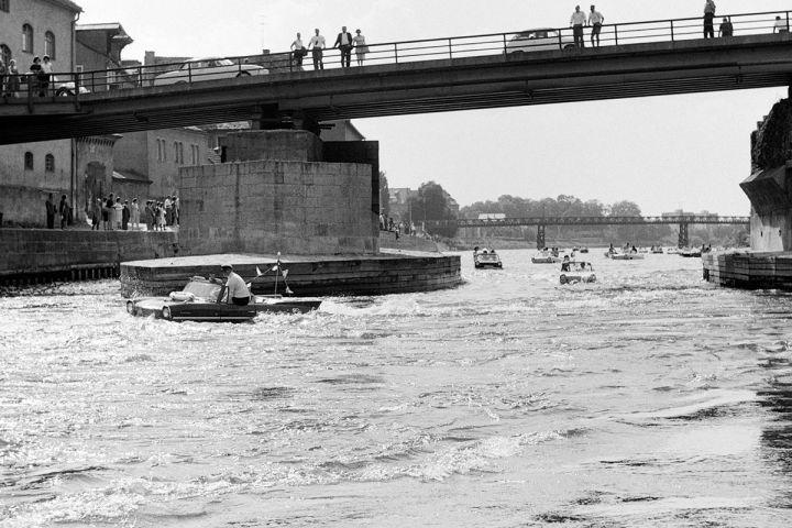 Amphicars Auf Der Donau Regensburg Bayern Deutschland Stadt