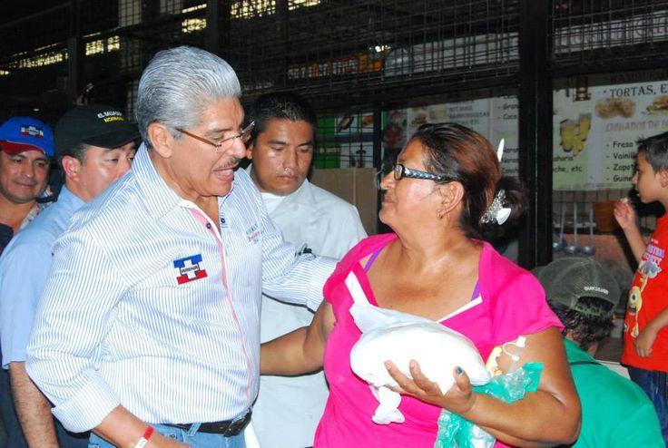 Norman Quijano futuro presidente de El Salvador durante su visita a Acajutla.