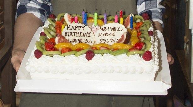 【ザテレビジョン芸能ニュース!】画像:山崎賢人、23歳バースデーに特大ケーキのサプライズ!