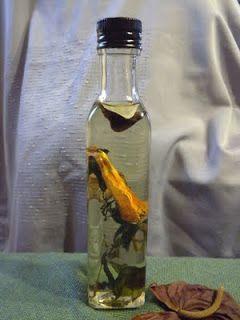 Göcsej tájegység ízei: Fűszerolajak készítése házilag.