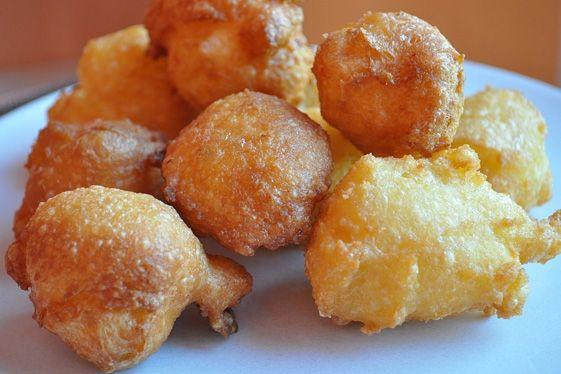 PETS DE NONNES de Baume-les-Dames (18 cl de lait, 60 g de beurre, 1/2 c à thé de sel, zeste d'1 citron finement râpé, 120 g de farine, 3 œufs, huile pour friture, 100 g de sucre glace, 1 c à thé de cannelle en poudre) - Spécialité de Franche-Comté. Très populaire depuis le XVIIe siècle, il est consommé à Carnaval.
