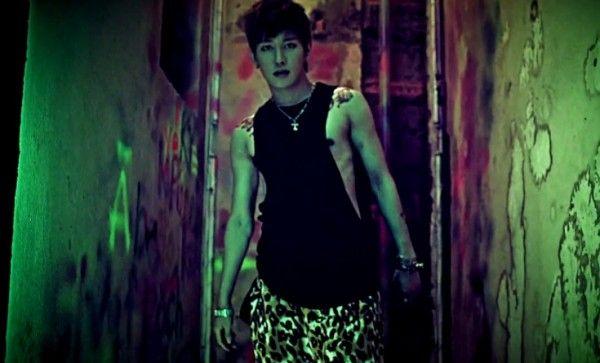 "Block B's B-Bomb reveals new dance practice video for ""LOL"""