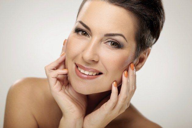40 & Κάτι; Αυτό δεν σημαίνει πως το δέρμα σας δεν μπορεί να παραμένει υπέροχο!