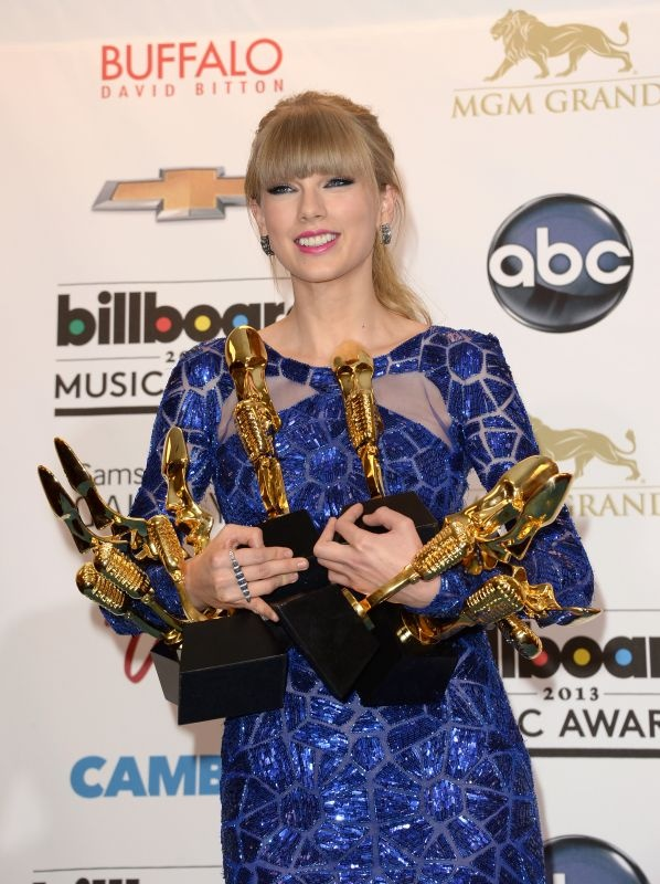 Taylor with her EIGHT awards at the 2013 Billboard Music Awards. (May 19th) Way to go Taylor!!!!