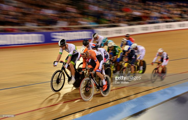 A general view of the action during the mens elimination race in the mens omnium during Day Three of the UCI Track Cycling World Championships at Lee Valley Velopark Velodrome on March 4, 2016 in London, England. #TWC2016 #rm_112