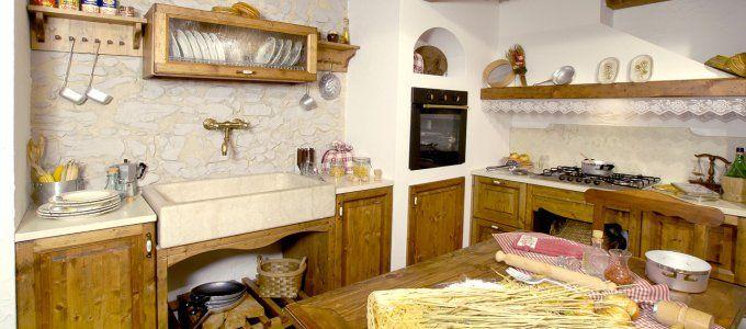 La nostra produzione in legno mobili rustici e classici lavorati artigianalmente