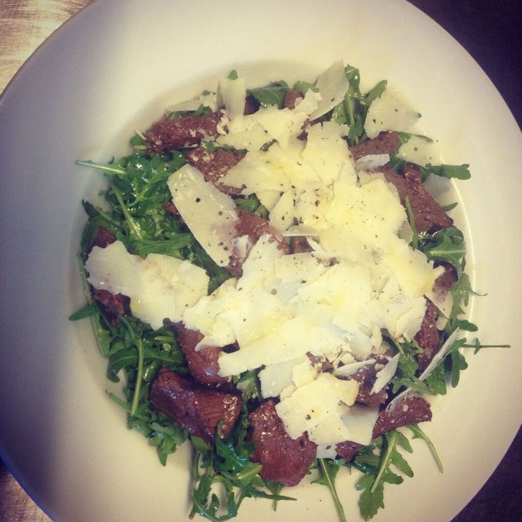 Beautyfull tender beef, rocket, parmigian and balsamic vinegar