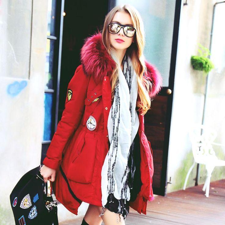 siyah çanta kırmızı mont kaban ceket tarz moda