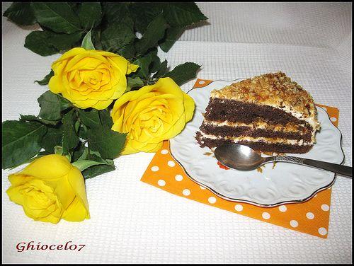 Tort cu crema mascarpone si nuca caramelizata