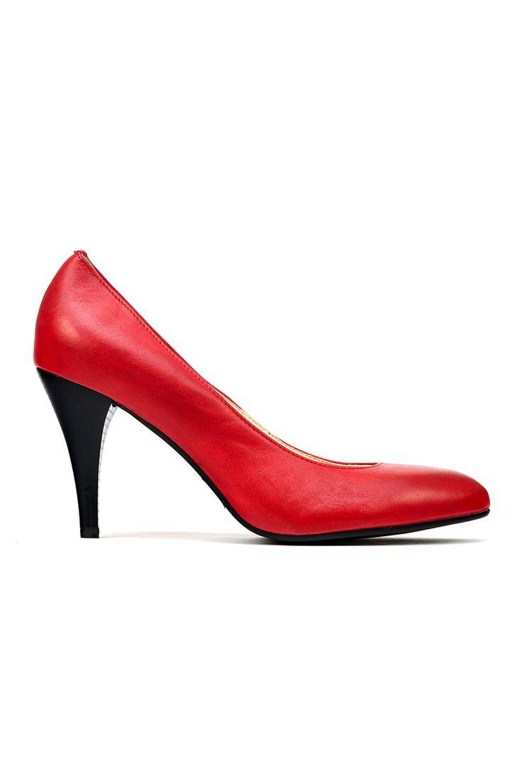 Klasyczne, czerwone czółenka wykonane z wysokiej jakości skóry naturalnej.
