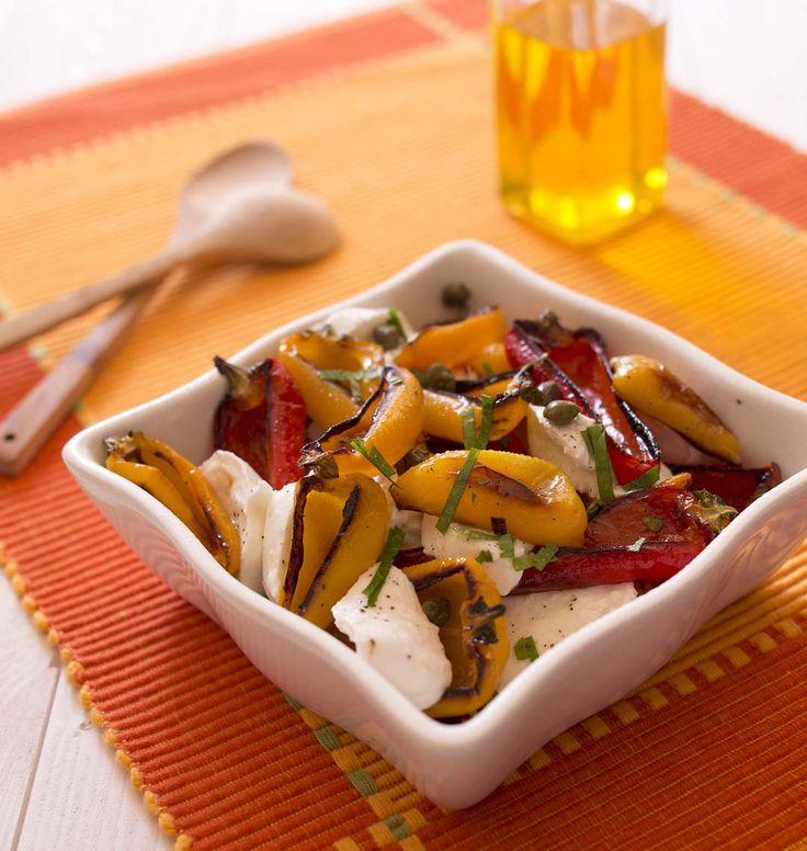 Poivrons grillés et mozzarella en salade, la recette d'Ôdélices : retrouvez les ingrédients, la préparation, des recettes similaires et des photos qui donnent envie !