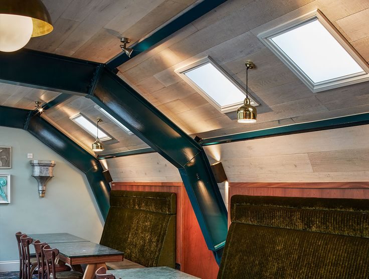 Our Relik range of genuine reclaimed and reproduction reclaimed products are super stable due to their engineered construction and therefore a very popular choice for use in retail and hospitality fit outs. Pictured is the Mossy Well Pub in Muswell Hill, UK, with Havwoods Oak Albury reproduction reclaimed engineered timber used as cladding on the walls and ceiling.