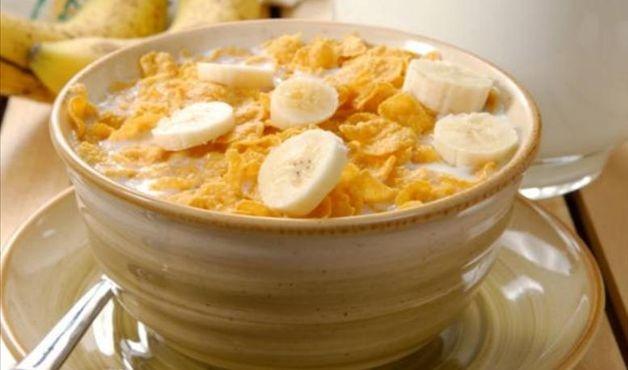 188 cal 1 x leite desnatado + 1/2 x sucrilhos + 1 banana