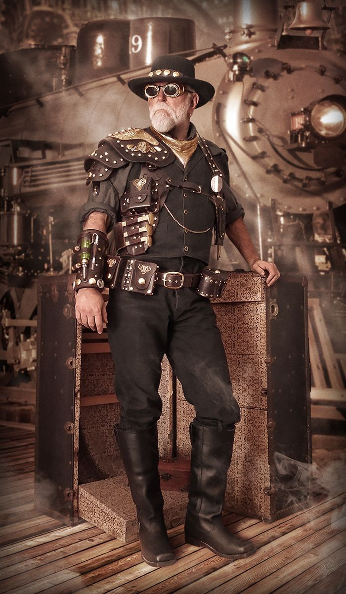 Steampunk Gunslinger/Railroad Man 1019 (an early version of the costume)