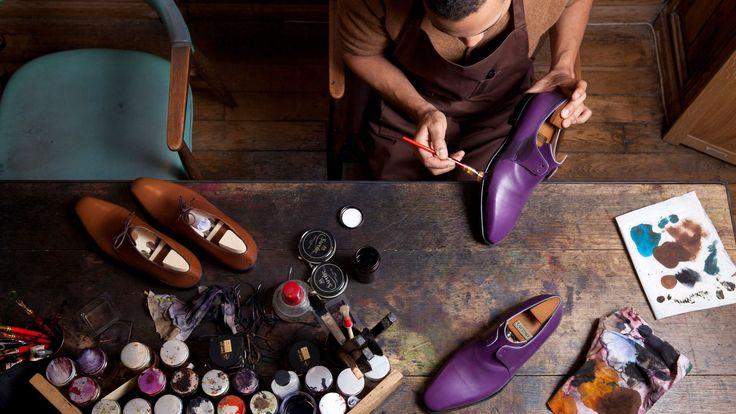 EN IMAGES - Bottiers, luthiers, souffleurs de verre ou de cristal, armuriers… Les métiers d'art regroupent aujourd'hui plus de 200 professions différentes. Un patrimoine culturel vivant d'une extraordinaire diversité. Avec un chiffre d'affaires moyen de 8 milliards d'euros, dont 35% à l'exportation, et plus de 34000entreprises, l'univers du «haut artisanat» est un conservatoire de savoir-faire et de connaissances essentiel à l'industrie du luxe. Mais aussi un secteur à la pointe d...
