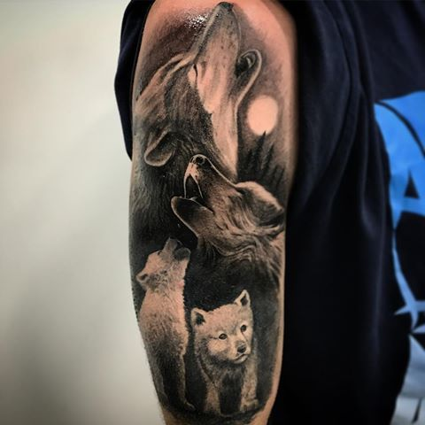 Resultado de imagen para familia de lobos   tattoo