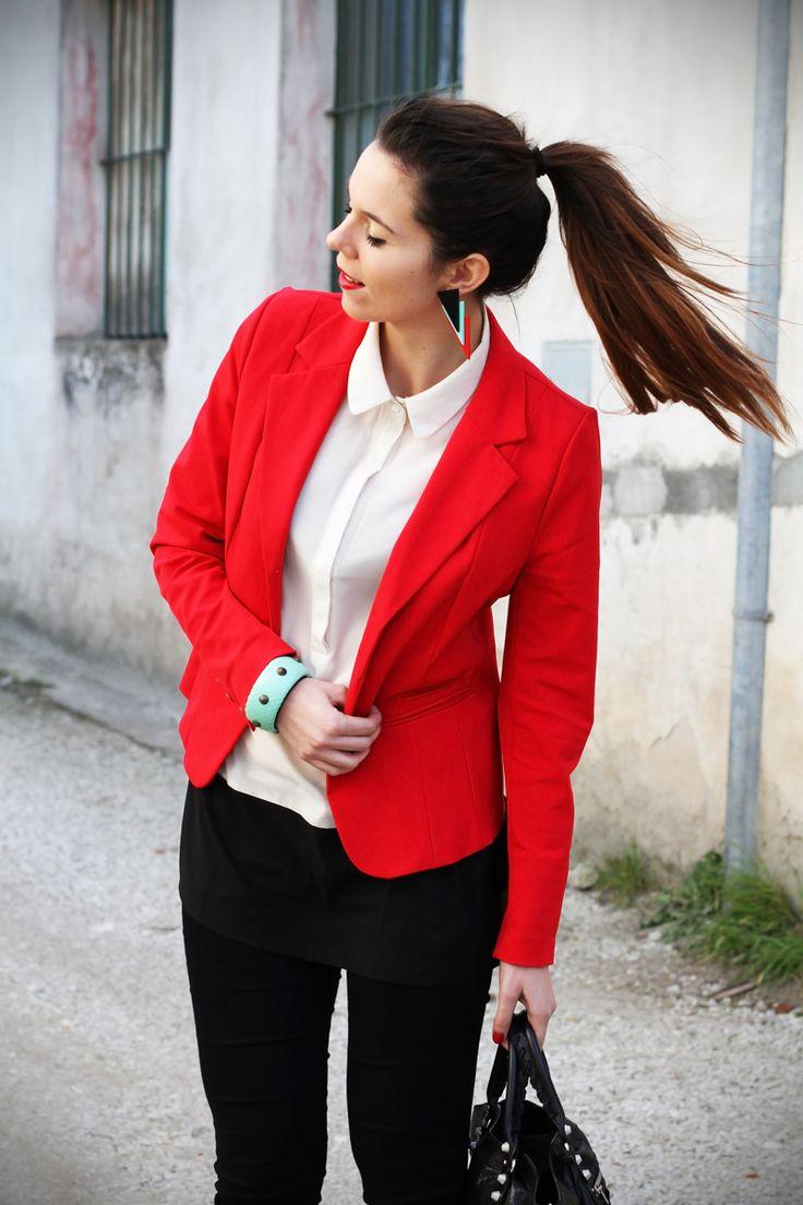 Leggings push up, una giacca molto rossa e piani per il weekend