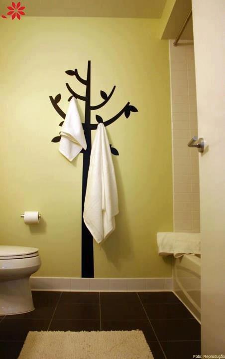 Amei a ideia para o banheiro da minha casa, assim finalmente meu marido pára de deixar as toalhas jogadas na cama.