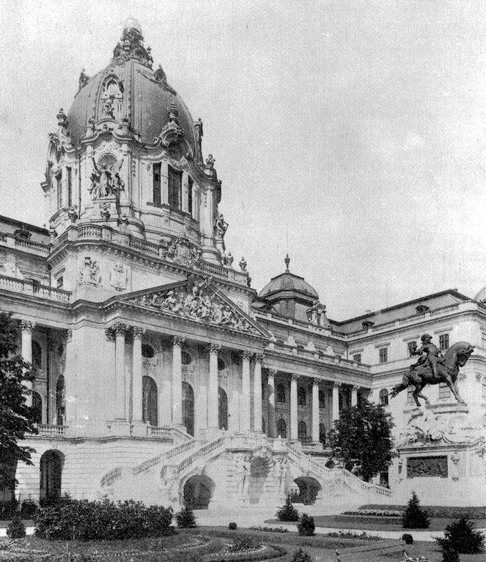 A Budavári Palota új főbejárata a Habsburg-lépcsővel 1900 k.