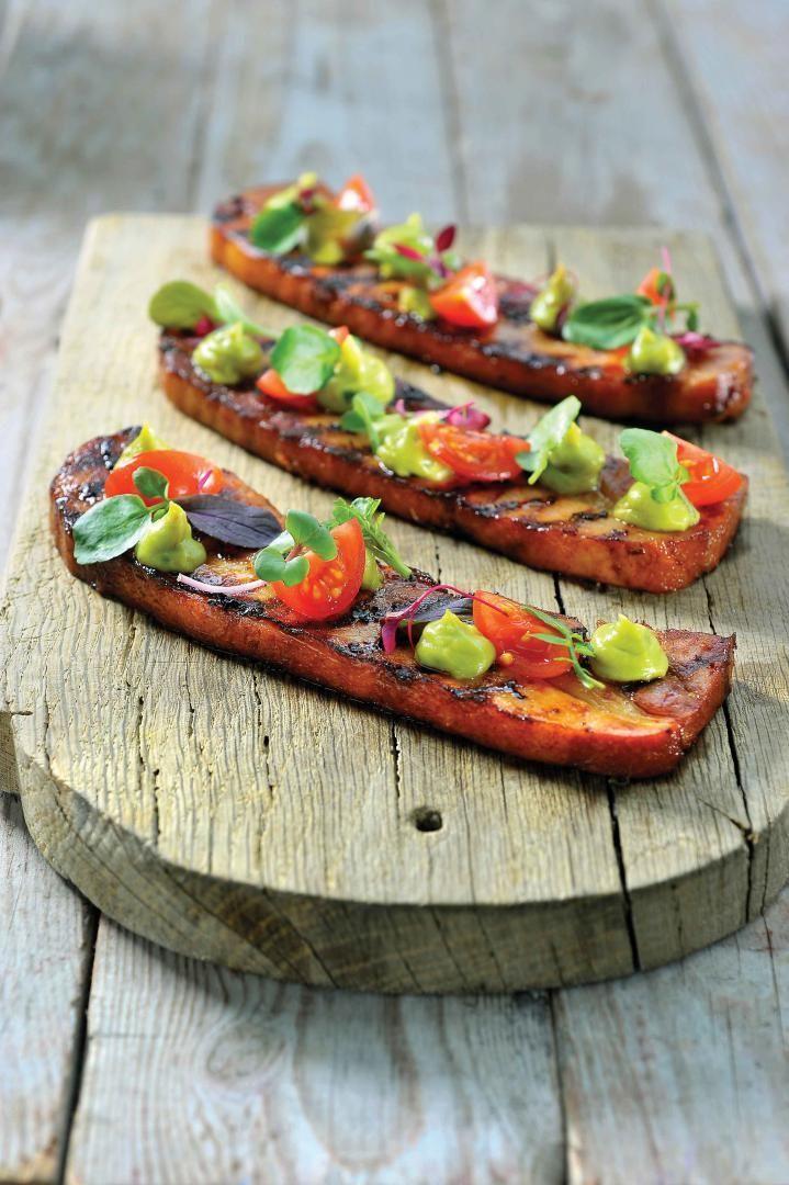 """Het lekkerste recept voor """"Gelakt buikspek met zomersla"""" vind je bij njam! Ontdek nu meer dan duizenden smakelijke njam!-recepten voor alledaags kookplezier!"""