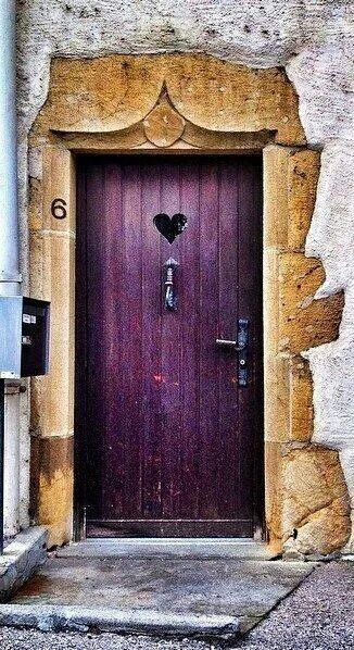 A violet door with a tiny heart ♥