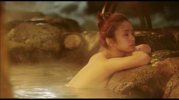 【勃起注意】 テルマエロマエの入浴シーンで上戸彩の横乳がめっちゃ見えてるんだが・・・ (画像あり) | キャラメルバズ