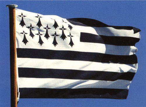 Le drapeau de la Bretagne, plus connu sous le nom de Gwenn ha Du également orthographié Gwenn-ha-Du (littéralement « Blanc et Noir » en breton)