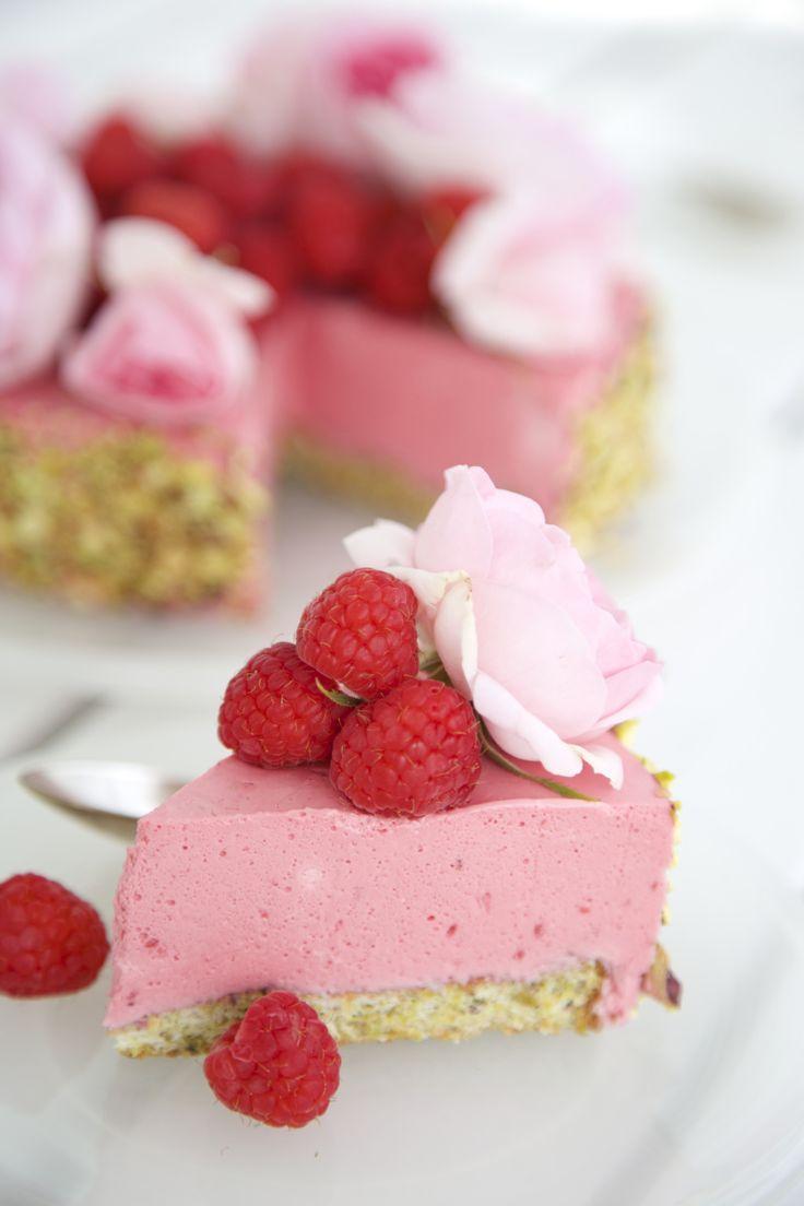 Himbeer-Mousse-Torte mit Pistazien-Schwamm, Low-Carb, zucker- und glutenfreie