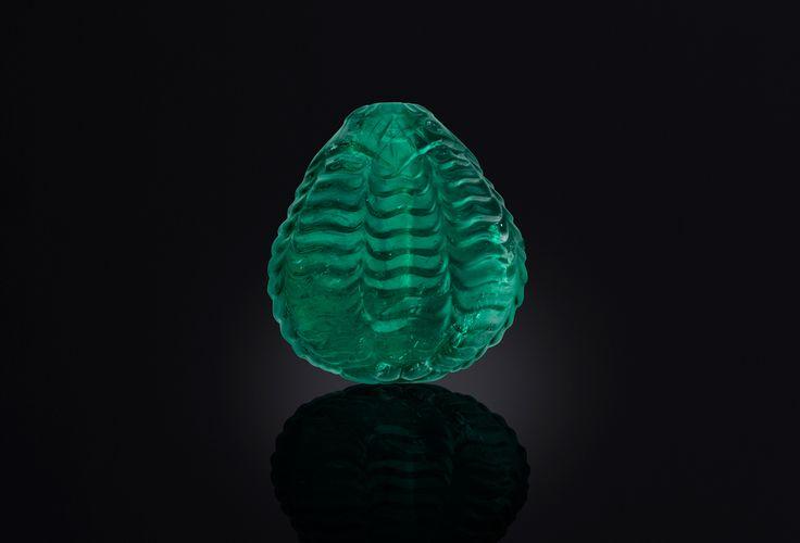 Esmeralda esculpida probablemente en el siglo XVIII por el Imperio Mogol