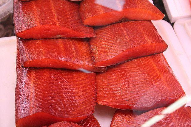 Per utilizzare gli avanzi di salmone di tutte le ricette preparate durante le feste, ecco questa ricetta facile del polpettone di salmone.