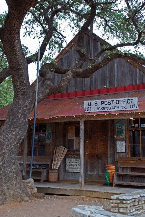 country-a-way-of-life-10:    beautiful! I love old buildings like this!    (via imgTumble)
