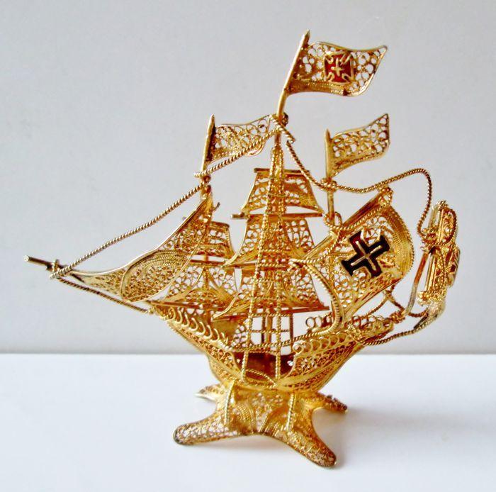 Online veilinghuis Catawiki: Verguld zilveren filigraan miniatuur zeilschip met emaille, Nederland, 20e eeuw