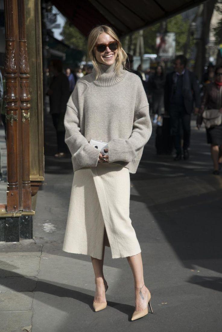 """Welche Outfits sie dann tragen wird? Das habe sie noch nicht entschieden, erzählt Pernille im Interview. Aber getreu dem Motto """"support your local heroes"""" natürlich nur dänische Labels! Zur Paris Fashion Week trug sie u.a. einen Pullover von Céline ..."""