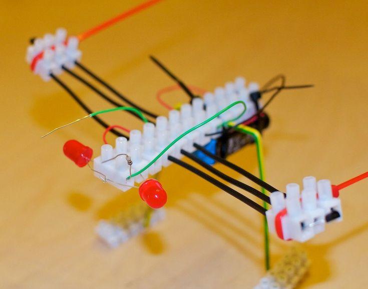 Maak een 'Blinky-Libelle-Maker-Faire'. Engelstalige instructie