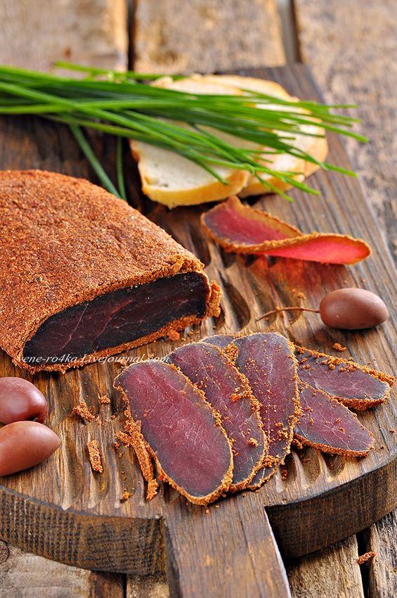 Бастурма – это ароматный сыровяленый деликатесный продукт, для приготовления которого используются разные специи и приправы. Готовится она методом засолки и…