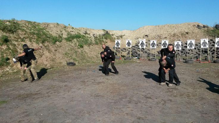 Fotografie z kurzu Bodyguard 1, ktorý sa uskutočnil tento víkend. Viac info o kurze nájdete v tomto linku http://www.tca.sk/ponuka/kurzy-pre-verejnost-public-sector/chief-level/kurz-bodyguard-osobny-strazca-1/